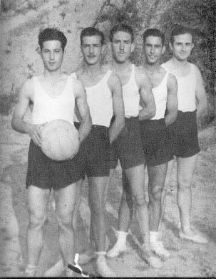 Primer equipo de baloncesto en Gelida en 1941 (Fuente: Página web del C.E. Gelida)